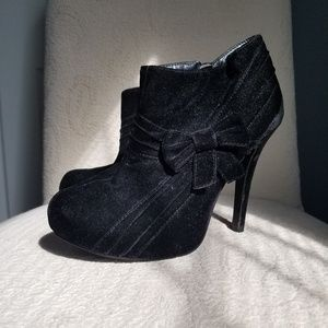 Delicacy Size 10 Ankle Bootie Stiletto Black Bow